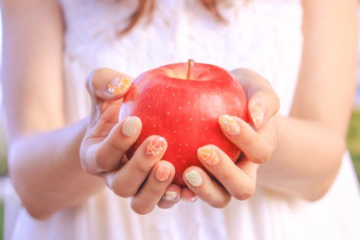 りんごが赤色に見える仕組み